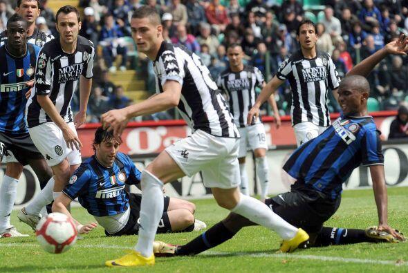 El Inter insistía a la ofensiva, pero el gol no caía y empezaba a aparec...