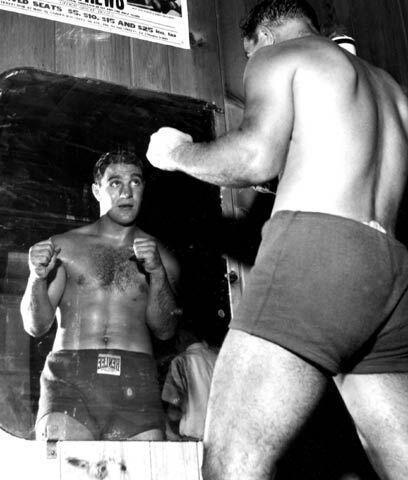 La pelea más cerrada de RockyRocky Marciano se retiró como campeón invic...