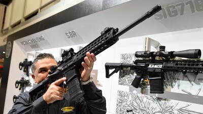 Aún se permitirá comprar más de un arma larga al mes.