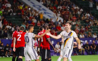 Gio dos Santos y LA Galaxy vs Manchester United