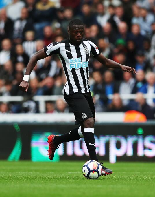 Se dice que el West Ham buscaría a Chancel Mbemba, del Newcastle, para m...
