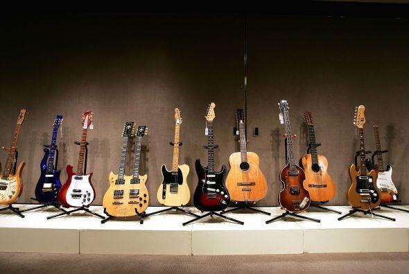 KURT COBAIN- Algunas pertenencias del fallecido músico y compositor Kurt...