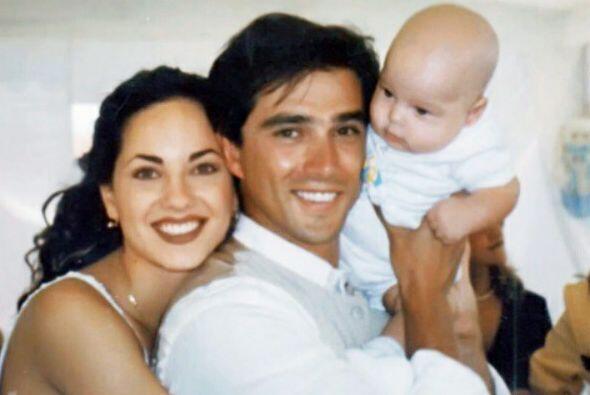 Ese tierno bebé, fruto del amor de Bárbara Mori y Sergio Mayer, ya es to...