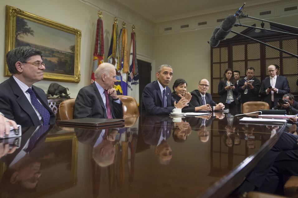 2016.- El presidente Barack Obama se reúne con su equipo económico, incl...