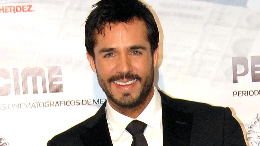 ¿Cómo prefieres a Sebastián Rulli? ¿Con o sin barba? 23.jpg
