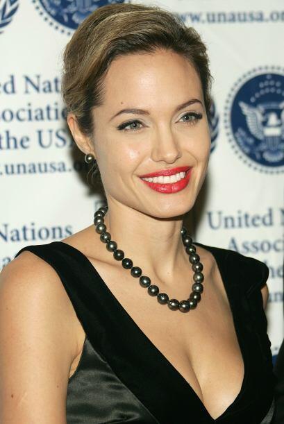 Jolie siempre se ha distinguido por su bella complexión y por... sus esc...