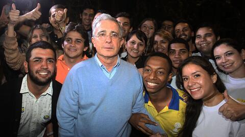 Álvaro Uribe Vélez, senador y expresidente de Colombia, rodeado por sus...