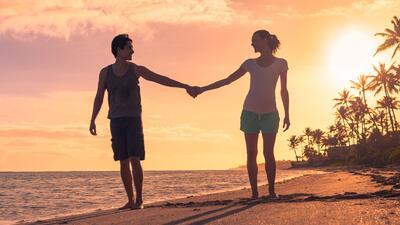 Agarrarse de la mano con tu pareja tiene beneficios maravillosos para tu salud
