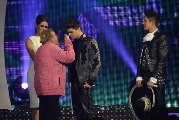 ¡Hasta le tocó bendición de la abuelita de Fer Corona!