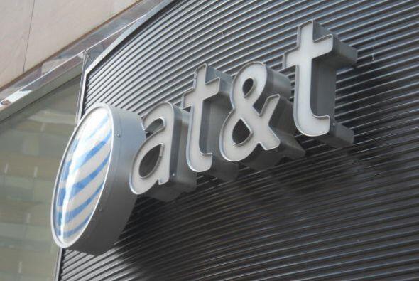 8. AT&T. La empresa de telecomunicaciones cayó dos posiciones. Sin embar...