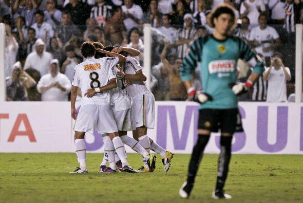 Paulo Ganso anotó un bonito gol al minuto 38 de la primera parte.