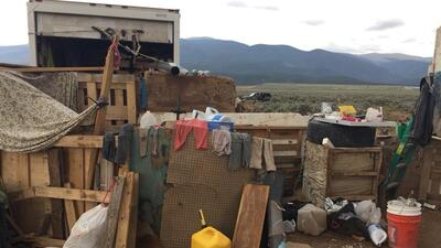 Un niño desaparecido, un ritual de sanación y el mensaje 'estamos muriendo de hambre': Así se desmanteló el campamento de Nuevo México donde vivían 11 niños moribundos