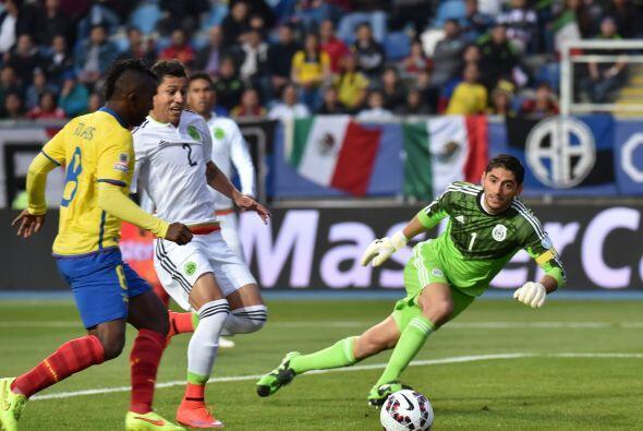 """1 José de Jesús Corona """" 7: Empezó preciso tapando dos goles cantados pe..."""