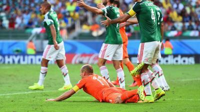 Gracias a un penal sobre Robben, Holanda eliminó a México...