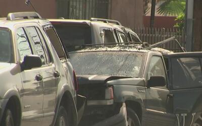 Un hombre muere baleado por la policía tras amenazar a agentes con una p...