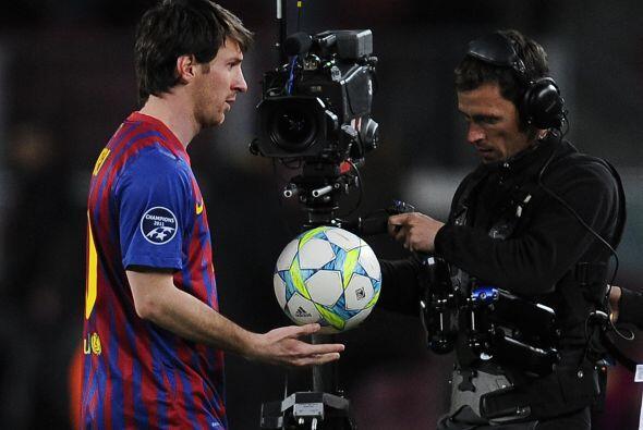 Anoche Messi volvió a retirarse con una sonrisa en la cara, botando el b...
