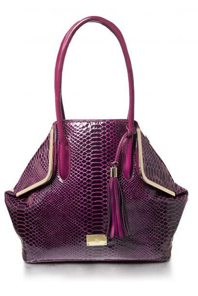 Las mujeres pueden tener mil bolsas y nunca serán suficientes. Así que p...