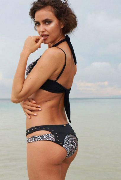 Tal es el caso de la reconocida firma de bikinis Beach Bunny. Irina posó...