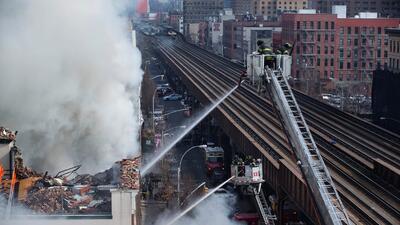 Testigo habla desde el lugar donde colapsó edificio en Nueva York