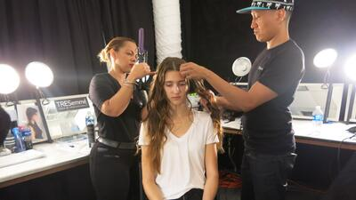 Belleza en el backstage de Alice and Olivia en NYFW