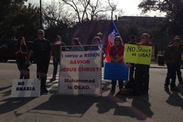 La mañana de este jueves, cientos de musulmanes se reunieron con...