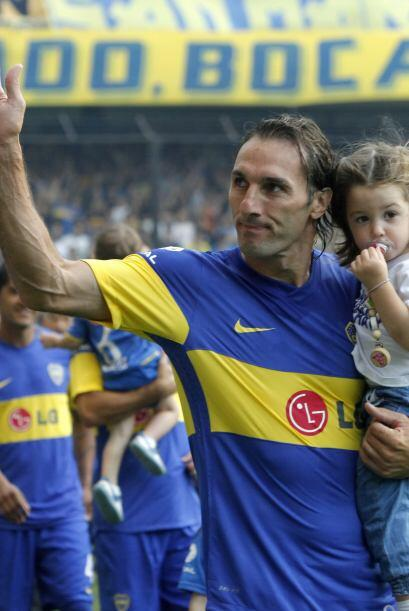 El aguerrido defensor argentino Rolando Schiavi volvió a Boca Jun...