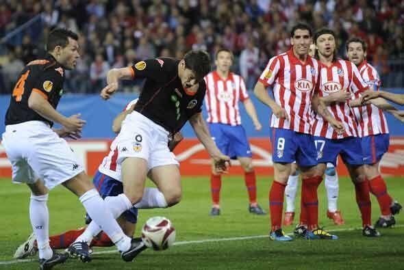 El Valencia intentaba por todos los medios de anotar, pero la zaga de lo...