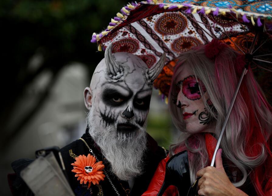 Altares y catrinas resaltaron la tradición mexicana Día de Muertos en Ho...