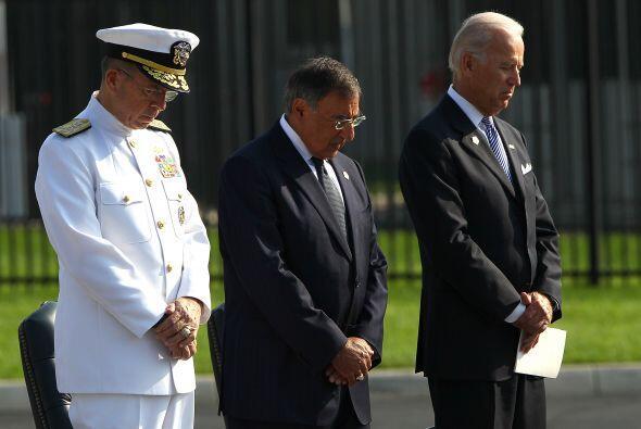 En Arlington, Virginia, el vicepresidente Joe Biden, el Secretario de De...