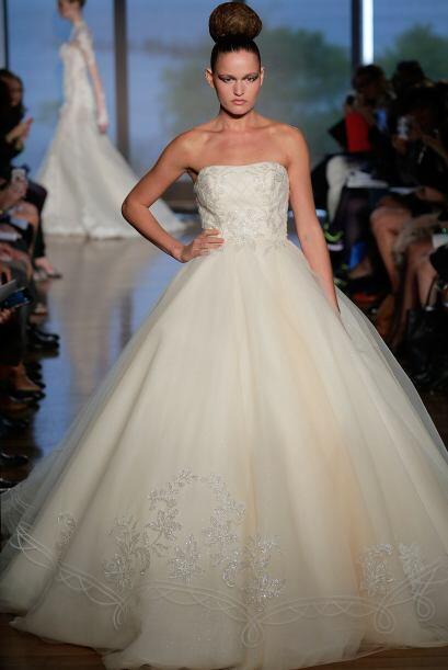 Para comenzar, está el vestido de la novia soñadora. El corte princesa e...