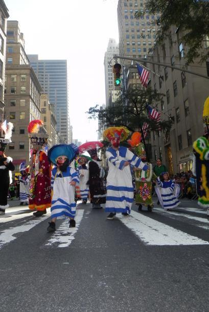 Los niños en el desfile de la Hispanidad b46abe8290ac400d85c9bc93a815f20...