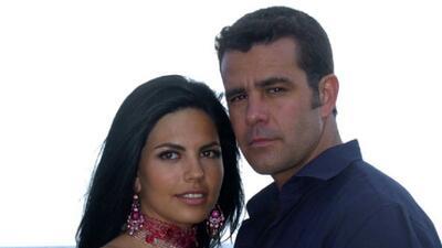 "África Zavala y Eduardo Capetillo protagonizan ""Peregrina""."