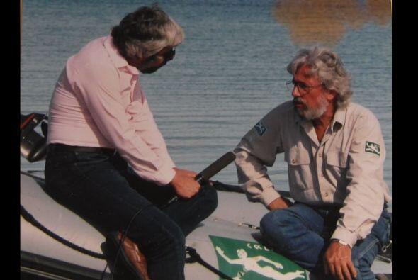 Maussan y el investigador ambientalista Jean-Michael Costeau.