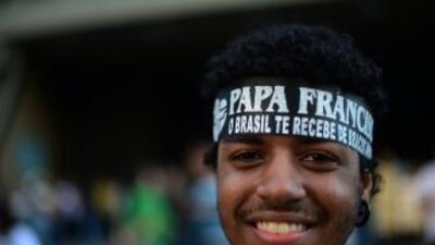Miles de jóvenes esperan el arribo del Papa Francisco a Río de Janeiro,...