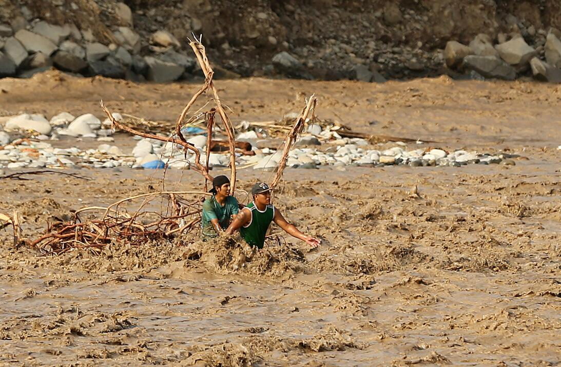 Las víctimas de las inundaciones en Perú aumentaron este domingo a 75 mu...