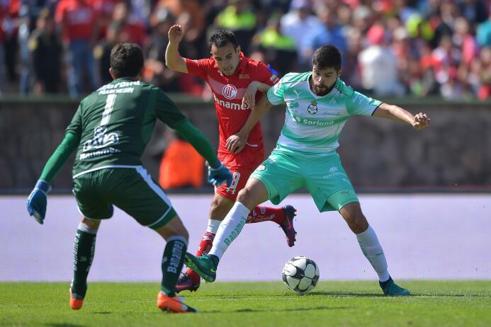 Néstor Araujo, el defensor de Santos y el Tri ha destacado en los último...