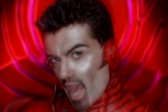 """17.  """"Freeek!"""" - George Michael (2002) / $2,000,000 ($2,430,937 en el 2013)"""
