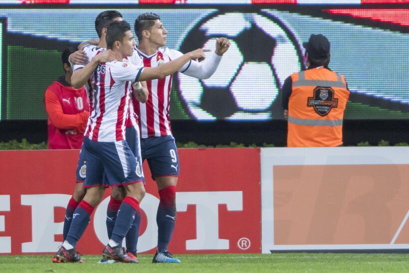 Cruz Azul venció 3-1 a Chivas en la fecha 2 del Clausura 2018 gol-carlos...