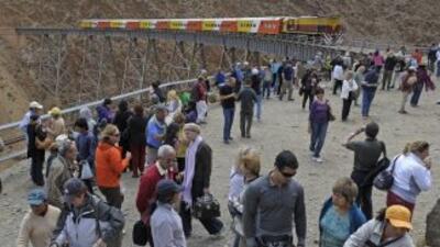 Unos 480 turistas que viajaban en el Tren de las Nubes debieron ser evac...