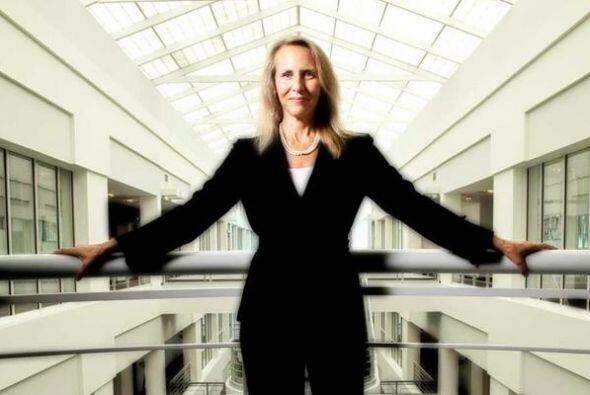76.- CAROL MEYROWITZ. Es la CEO de TJX, el conglomerado formado por TJMa...