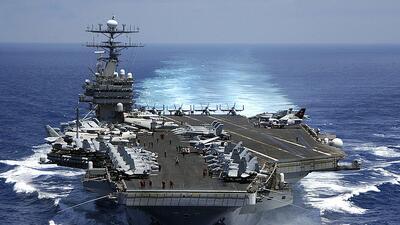 Este es el buque Carl Vinson, de EEUU, que tras participar en unas manio...
