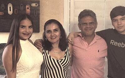 La Familia Morales Mejía en su residencia de Miami.