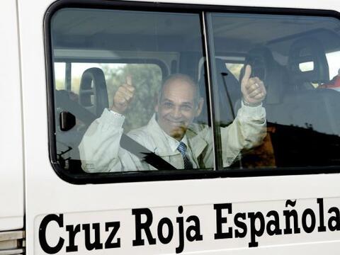 España recibió a un grupo de 37 ex presos cubanos que lleg...