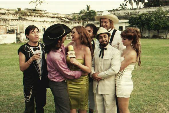En la boda de Apolinar quiso seducir a la reportera que cubrió el evento.