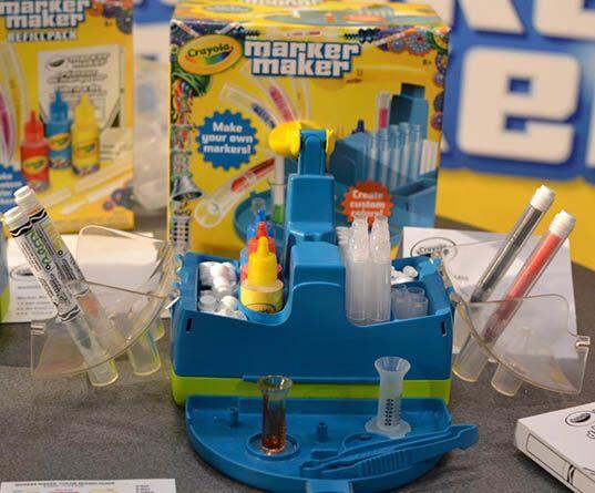 Crayola Marker Maker.  Con este kit de Crayola, tu niño podrá crear sus...