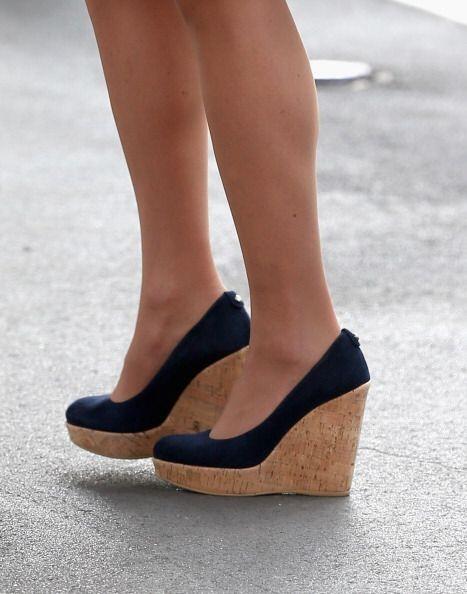 ¡El calzado tampoco se resiste al furor de la mezclilla! Completa tu est...