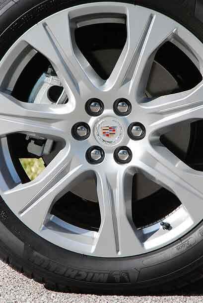 Las ruedas de 20 pulgadas le imprimen cierto carácter deportivo a este m...