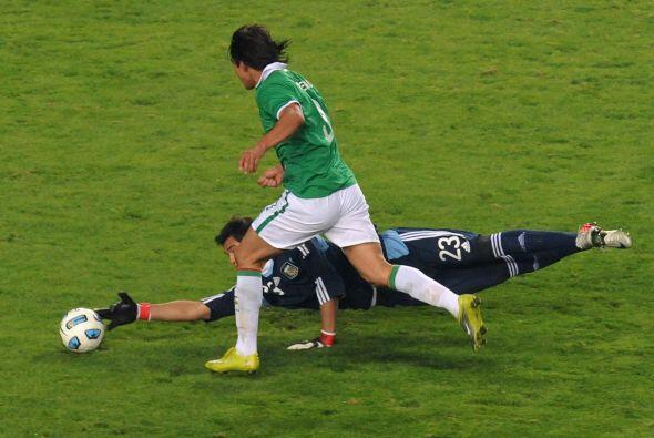 La jugada clave del partido, fue este mano a mano que Sergio Romero le s...