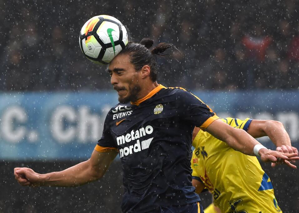 Valencia factura errores y vence al Deportivo La Coruña gettyimages-8649...
