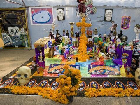El Día de Muertos, celebrado en la cultura mexicana, es una fecha...